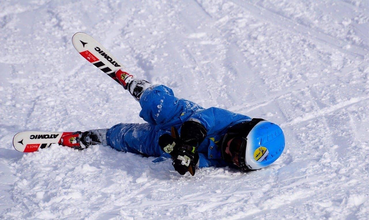 травма передней крестообразной связки и менисков у лыжницы