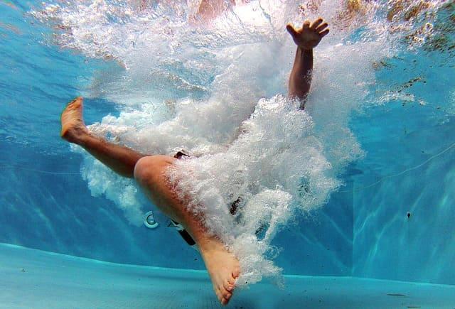 судорога в ноге в бассейне